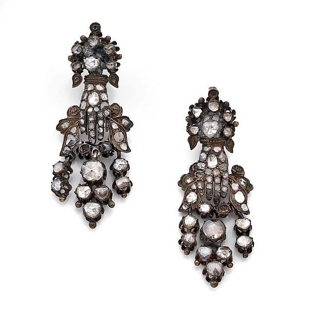 A PAIR OF DIAMOND EAR PENDANTS, XVIIIeme CENTURY