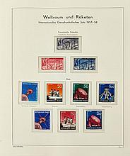 ¤ Année Géophysique Internationale, 1956-57 - Album contenant des timbres-poste et des souvenirs philatéliques émis par différents pay.