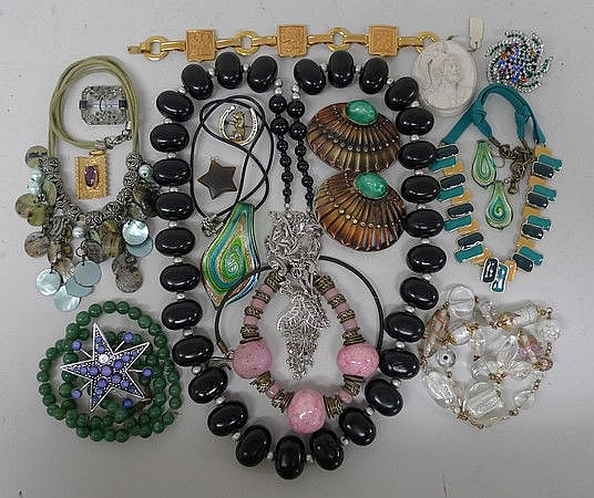A quantity of vintage costume jewellery.