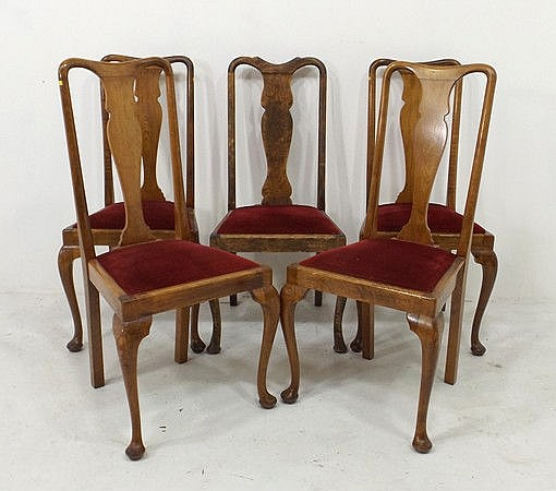 A set of five Queen Anne style dining chairs with