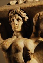 2ND-3RD CENTURY A.D. ROMAN MARBLE SARCOPHAGUS CORNICE FRAGMENT