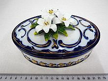 Porcelain box with lid, on it flowers, by