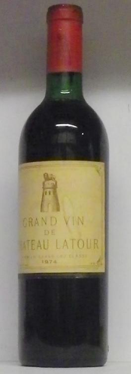 1 Bouteille  LATOUR étiquette tachée, jaunie.  1974