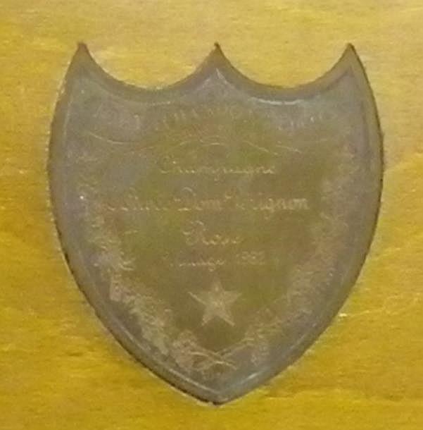 1 BOUTEILLE CHAMPAGNE DOM PERIGNON ROSE Coffret bois 1982