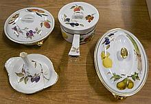 A Quantity of Royal Worcester Evesham & Arden - 2 casseroles, saucepan, flan & vase. (5)