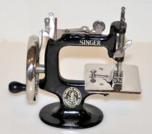 Singer vintage sewing machine/miniature