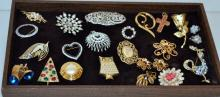 Vintage costume estate collection/pins etc