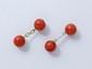 Paire de boutons de manchettes en or, ornés de perles de corail. Travail français de la fin du XIX° début XX° siècle.. Poids brut: 9.50 g.