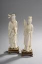 Japon XIXème. «pêcheur et femme à la rose». Deux ivoires sculptés. H. 18 cm