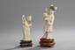 Japon. «jeune femme tenant une fleur». H. 10 cm. «sage». H. 7 cm. Deux ivoires sculptées