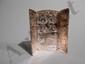 Triptyque en bronze argenté représentant la Passion du Christ en 14 médaillons et soutenu par un chevalet.. Par B.Wicker.. Haut.: 10,3 cm.