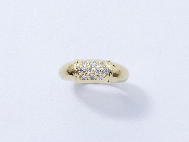 Bague jonc en or, ornée d'un pavage de diamants brillantés.. Poids brut: 6.60 g. TDD: 46.5.