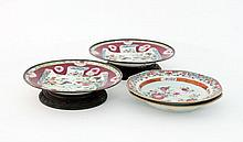 A pair of Chinese famille rose plates, 23cm diamet