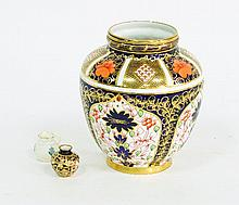 A Royal Crown Derby cigar pattern vase, circa