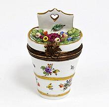 A French porcelain etui, 19th Century, of grape