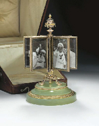 AN IMPERIAL VARI-COLORED SILVER-GILT AND BOWENITE REVOLVING PICTURE FRAME