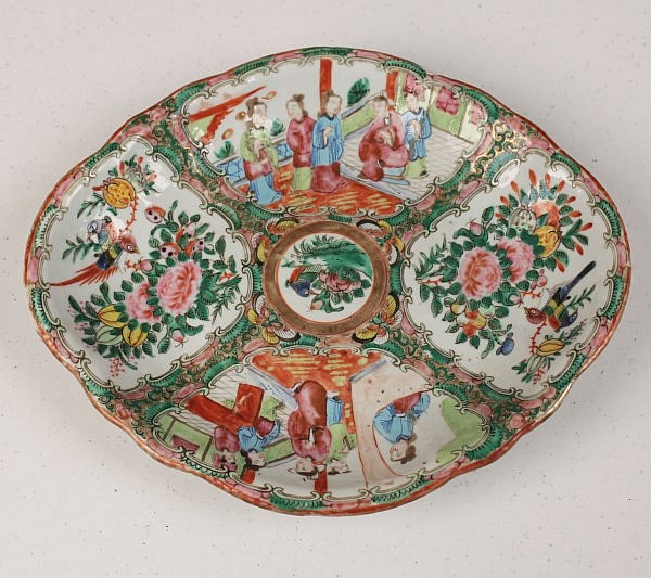 QUADRAFOIL SHAPED ROSE MEDALLION DISH