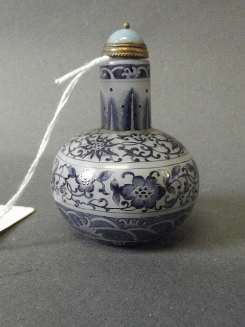 A Chinese glass snuff bottle with blue and white