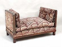 Art Deco : An unusual walnut stained beech couch / day bed with drop ends 26