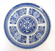 A 19thC porcelain oriental plate : A blue and white plate decorated with a five panel sections, 9 1/2