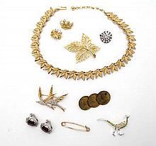 Assorted costume jewellery to include a necklace by Treifari, brooch by Michele Lynn etc