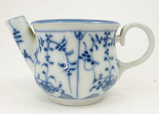 A Chinese porcelain cuspidor, decorated in