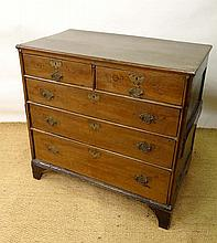 An early 18th oak chest of drawers comprising 2