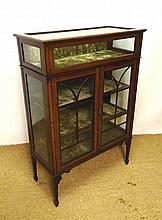 A fine Edwardian bijouterie and display case with