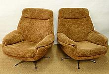 Vintage Retro : a pair cloth bucket chairs with