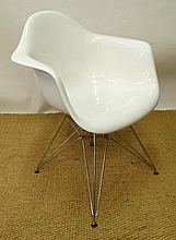 Vintage Retro : A Charles and Ray Eames DAR style