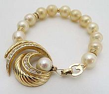 Vintage Costume Jewellery : A gilt metal pearl and