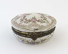 An 18thC Serves circular hinged lidded box with