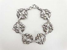 Danecraft : A c.1940 Sterling silver bracelet with