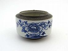 19 thC Chinese Ceramic : an unusual short