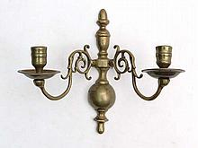 A c.1800 Georgian brass twin branch wall sconce 9