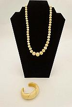An early 20thC necklace of graduated ivory beads