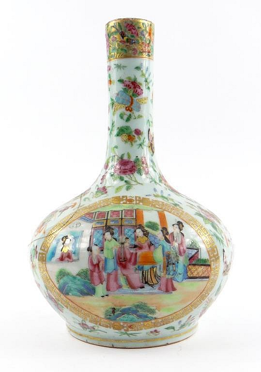 Chinese Canton porcelain bottle vase enamelled in