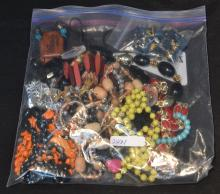 ASSORTED COSTUME BEABS & NECKLACES