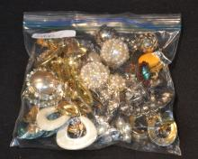 ASSORTED COSTUME JEWELRY EARRINGS