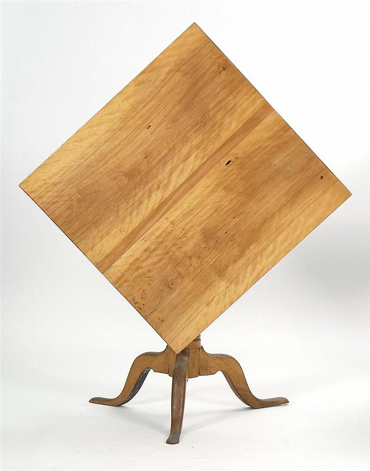 QUEEN ANNE-STYLE TILT-TOP TEA TABLE in maple. With square top, vasiform pedestal, and cabriole legs ending in snake feet. Branded