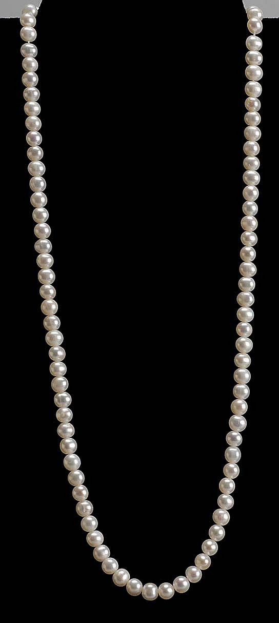 PEARL NECKLACE with 14kt yellow gold mount. Length 18