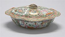 CHINESE EXPORT ROSE MEDALLION PORCELAIN COVERED VEGETABLE DISH In oval form with figural decoration. Length 10.5
