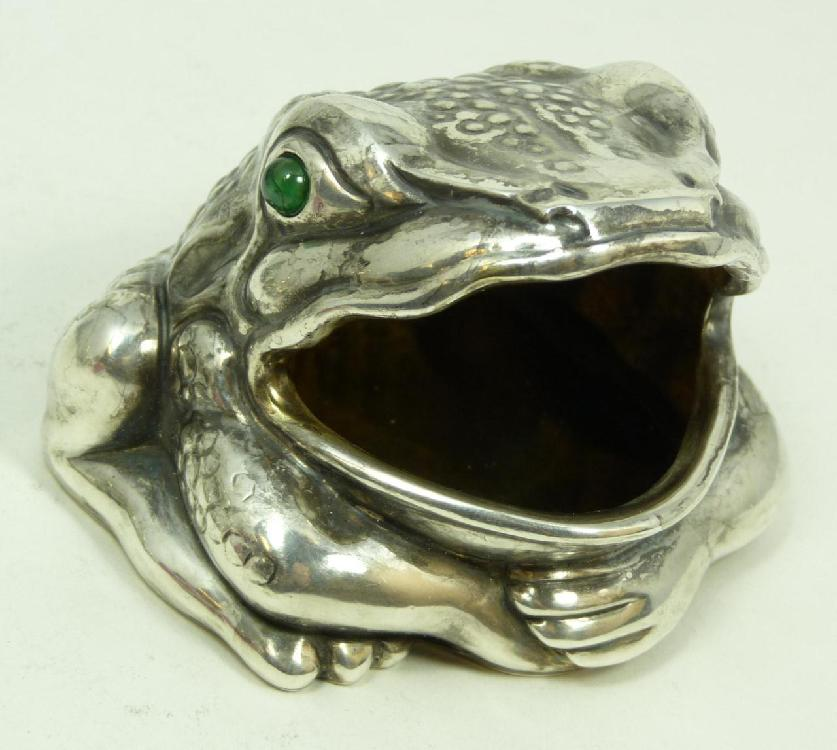 IMPERIAL RUSSIAN SILVER FIGURAL FROG BOX