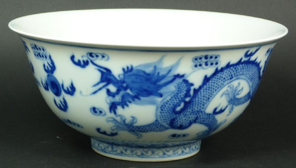 EARLY TO MID 20th C CHINESE BLUE & WHTIE BOWL