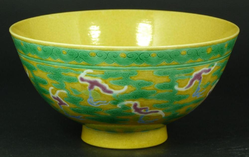 18th C CHINESE YELLOW GROUND & GREEN BATS BOWL