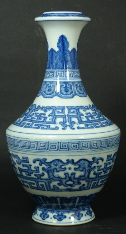 18th C CHINESE BLUE & WHITE DRAGONS VASE