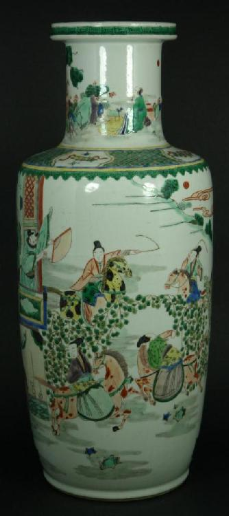 18th CENTURY CHINESE WUCAI PORCELAIN VASE