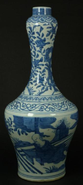 16th CENTURY CHINESE BLUE & WHITE PORCELAIN VASE