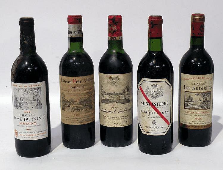Lot de 5 Bouteilles comprenant : 1 BLLE de CHÂTEAU MALLERET 1970, 1 BLLE de CHÂTEAU P
