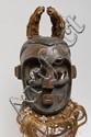 R.D.C Kete Masque d'initiation. Représentation des esprits de la forêt ( mungishi) Les yeux évoquent le caméléon, les cornes l'antilope. Bois dur à polychromie ancienne, arête nasale, joues et bouches décorées de plaques de cuivre, tissus et cauris